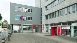 Das Gebäude der Agentur für Arbeit in Wuppertal-Barmen mit dem dazugehörigen Berufsinformationszentrum und der Familienkasse